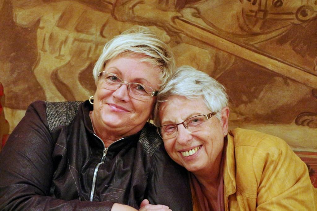 Hannelore und Brigitte freuen sich auf dsas Mittagessen, den Bigos