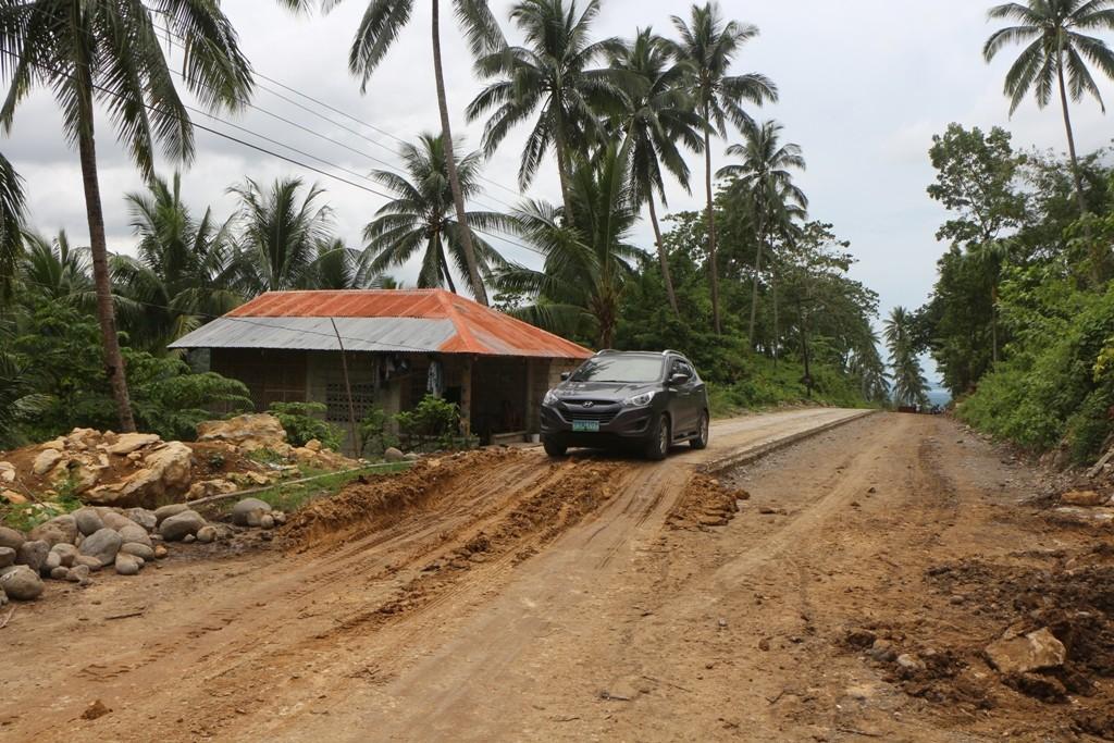 Ein noch recht frischer Straßenbau Abschnitt - arbeiten tut hier jedoch kein Mensch!