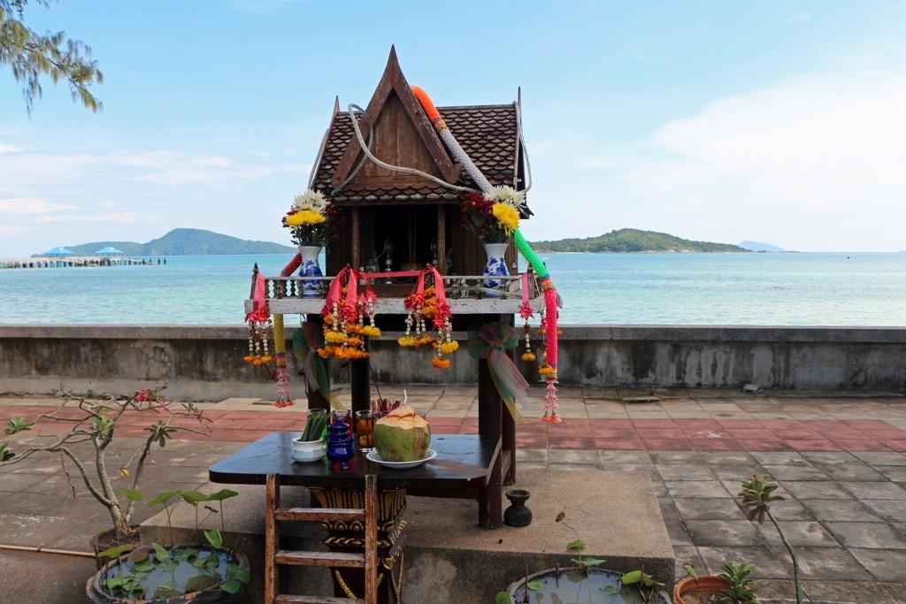 Buddhistische Gebetshäuschen an der Strandstraße von Rawai Beach