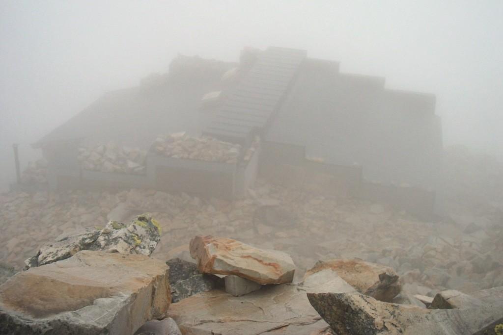 Das gespenstige Ambiente des Anblicks der Gipfelbaude des Gaustatoppen!
