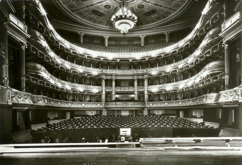 Dresden - Semperoper, Blick von der Bühne in den Zuschauerraum