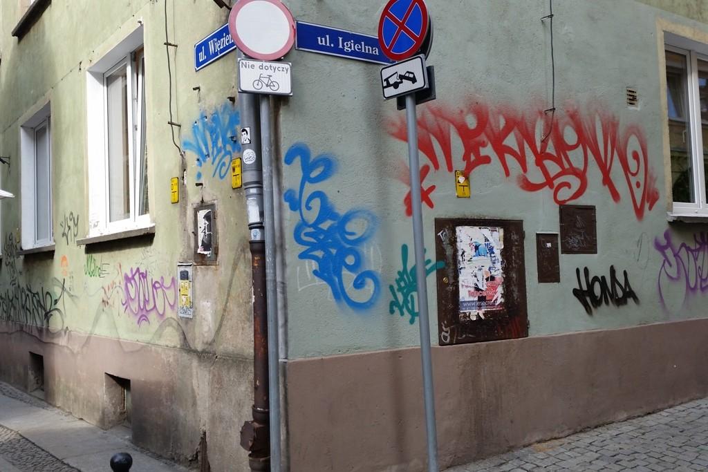 Ist das nicht zum verrückt werden, Verschandelung von Hausfassaden in der Stare Miasto