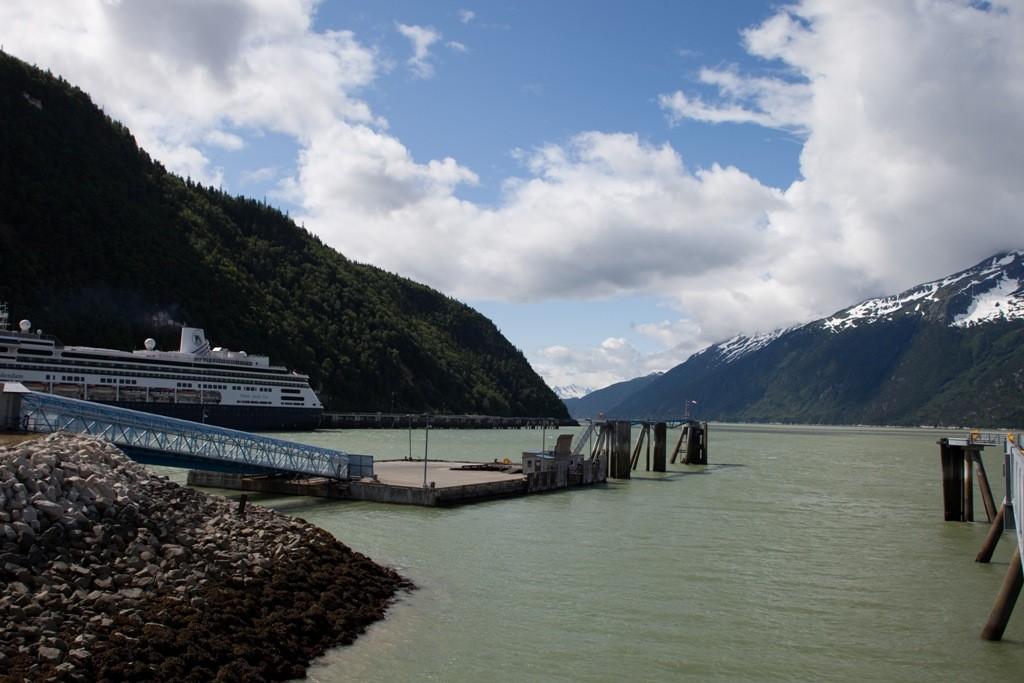 Unsere Anlegestelle nebst Kreuzfahrschiff und Lynn Canel
