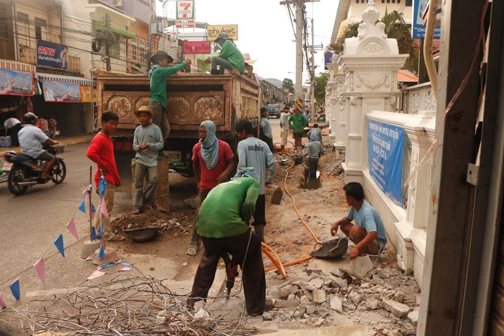 Bauarbeiten auf thailändische Art!