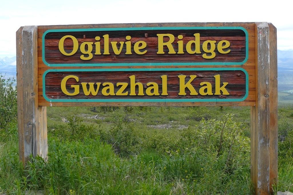 Der Ogilvie-Peel Viewpoint (befindet sich bei Kilometer 259 auf dem Highway) und bietet ein fantastisches Panorama ins Ogilvie und Peel River Tal..