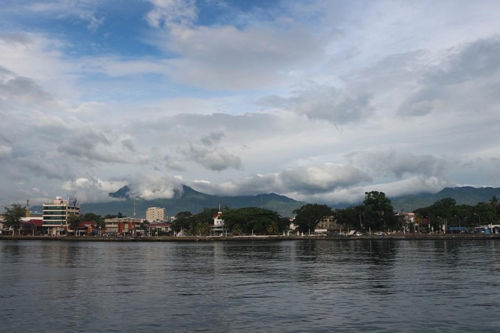 Wir verlassen die Insel Negros und schauen auf das beeindruckende Panorama der Cuernos de Negros!