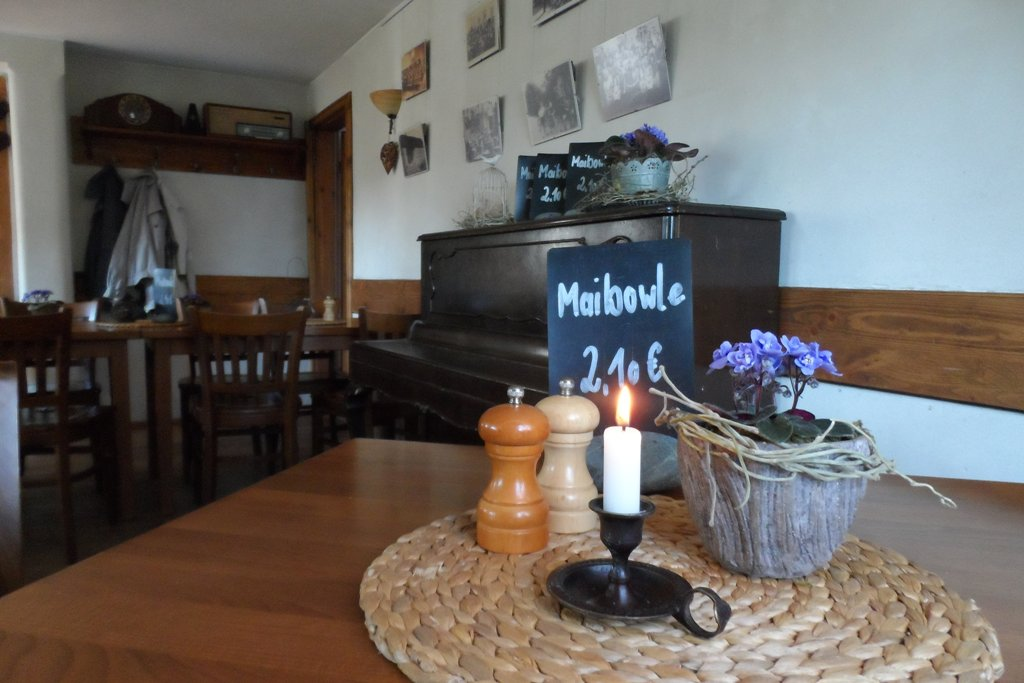 """Maibowle im Gasthaus """"Hommels"""" in Dresden Zschieren"""