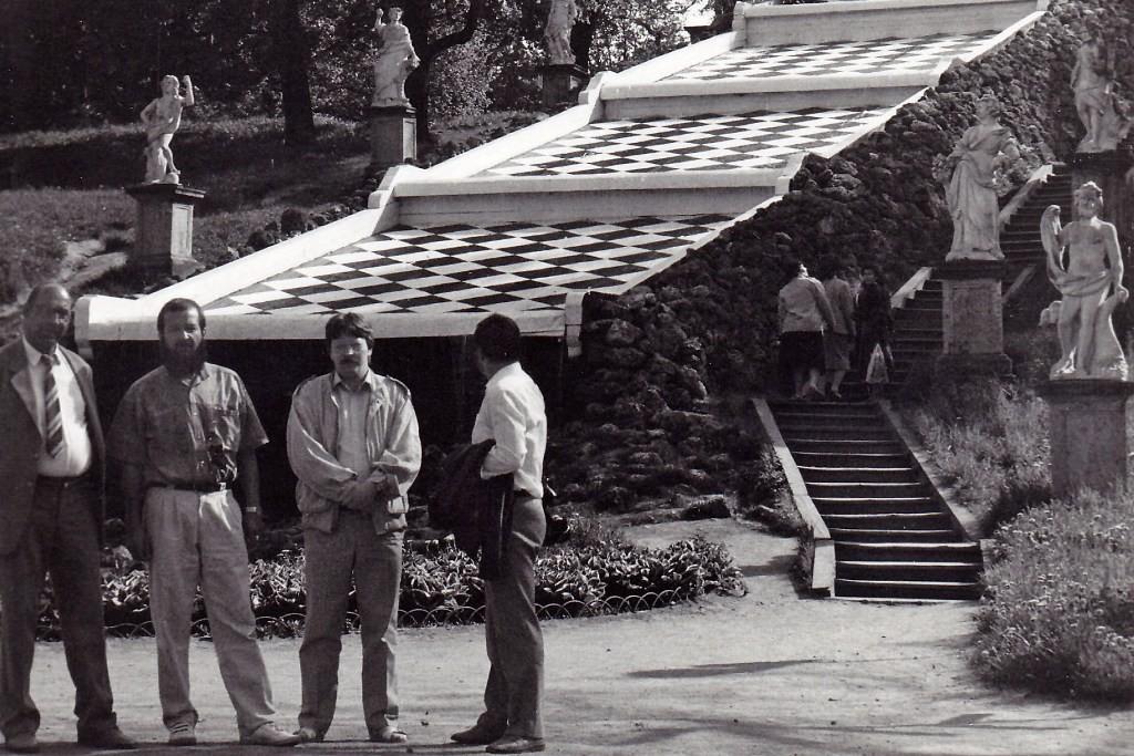 Einige Kollegen im Schlosspark Peterhof an der großen Kaskade