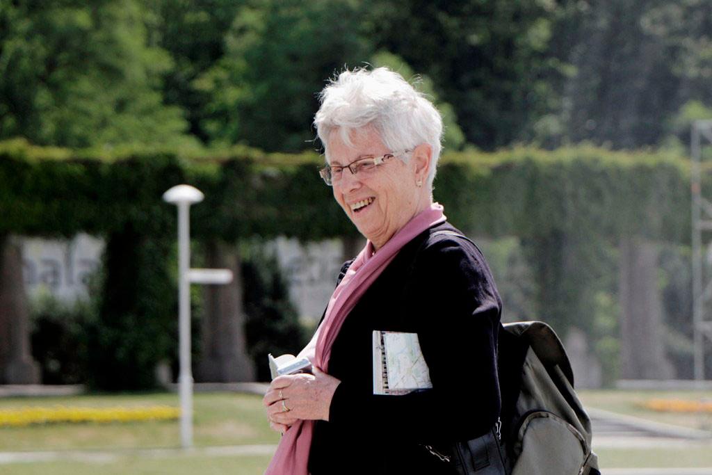 ...unsere engagierte Reiseleiterin Brigitte ist ob des wunderschönen Anblicks guter Laune