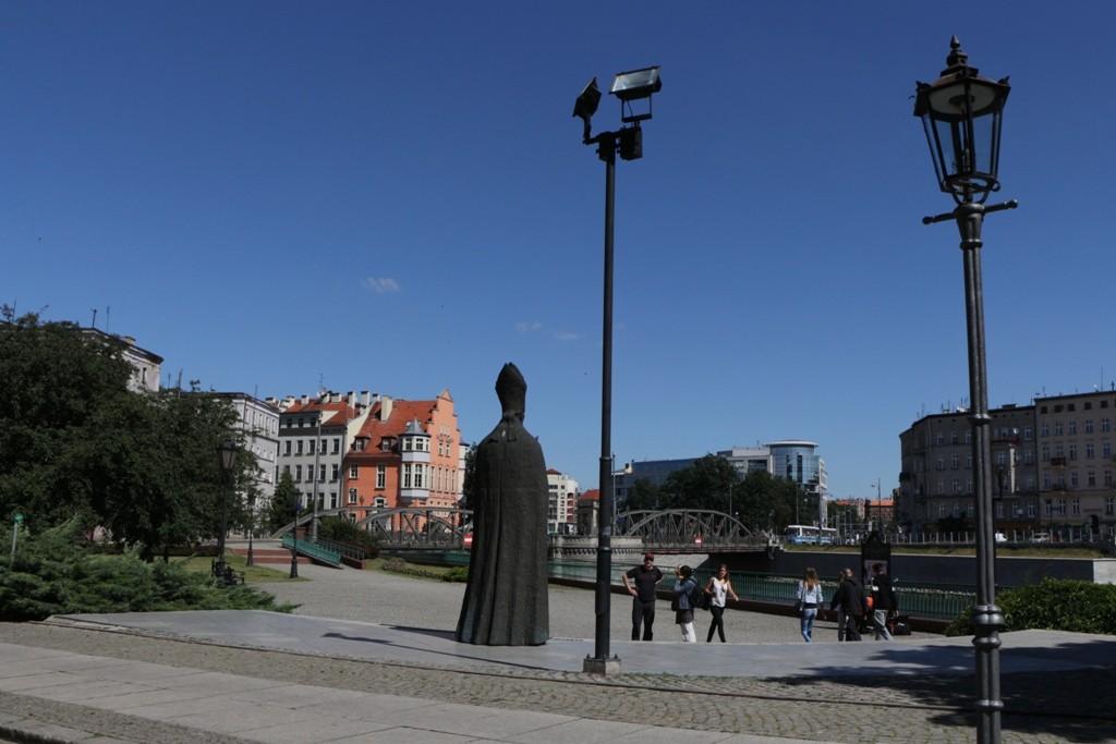 Statue des Kardinal Boleslaw Kominka