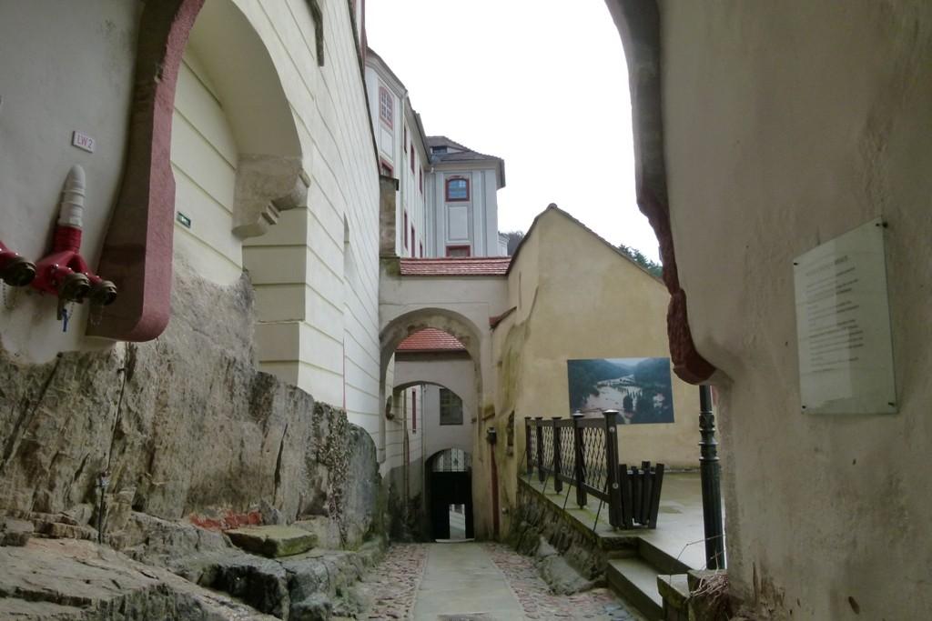 Schlossimpressionen, Aufgang von oben gesehen