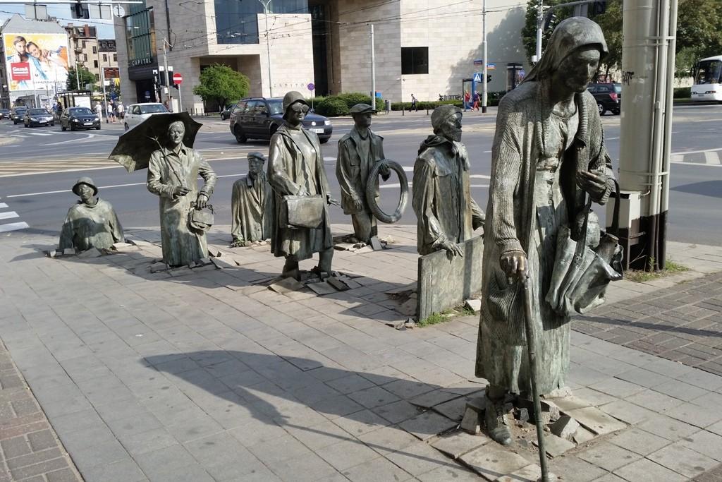 """Das Kunstwerk, genannt """"Przejście"""", Passage bzw. Übergang versteht man als Mahn- und Gedenkstätte!"""