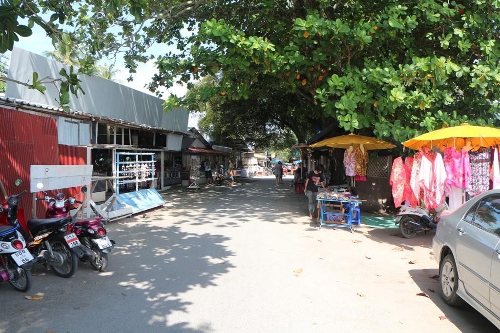 Handelsplatz und auch Handwerkermarkt - man sieht hier viel Art and Crafts aus Muscheln und Fischknochen