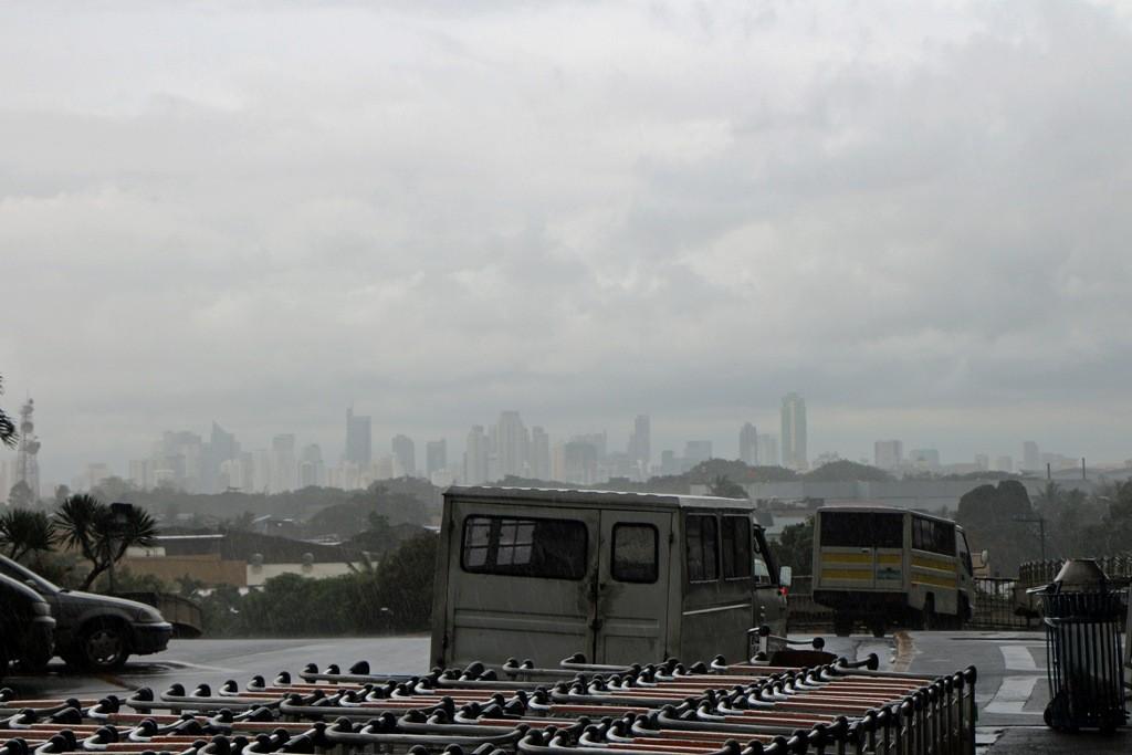 Mit voller Wucht fegen Wind und Regen über die gesamte Region - eben Regenzeit!