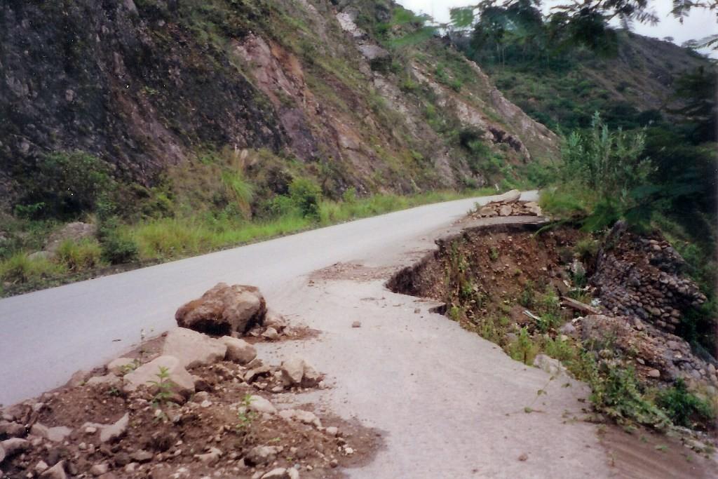 Erdrutsch auf dieser Straße ohne jegliche Vorwarnung - kreuzgefährlich