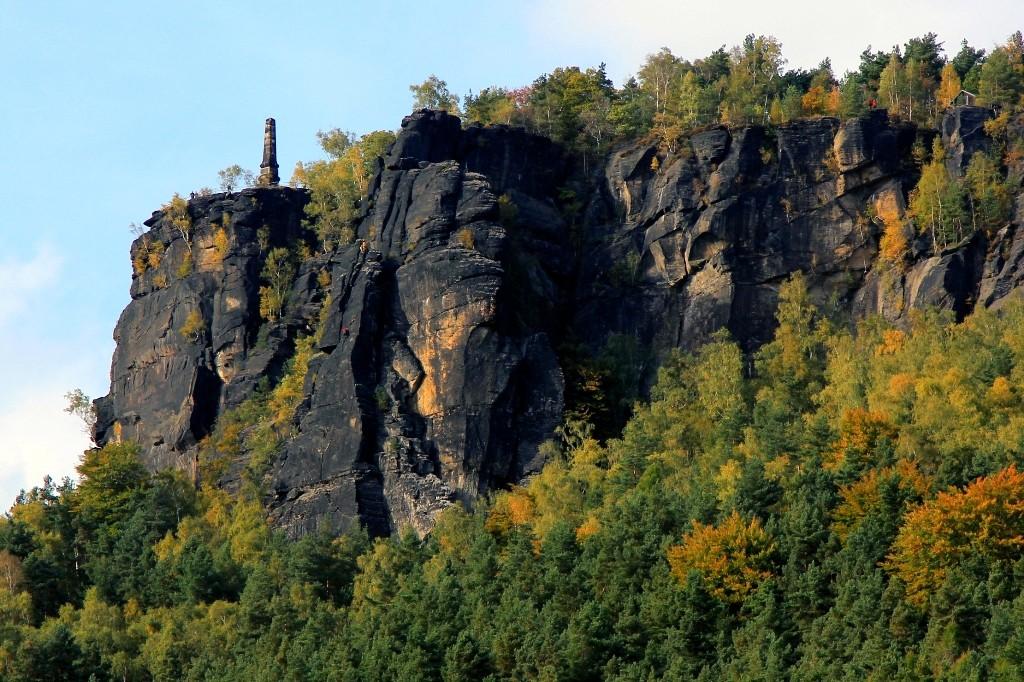 Die Elbtalseite des Liliensteines, der von jeder Himmelsrichtung ganz anders aussieht
