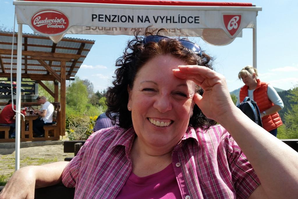"""Ganz schön breit, speziell ich nehmen wir Platz unter freien Himmel in der """"Penzion Na vyhlídce""""!"""