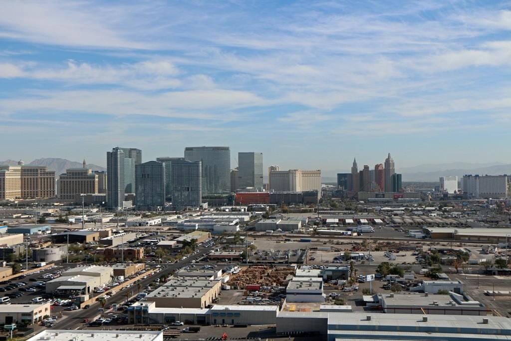 Totalansicht der Skyline mit Blickrichtung Osten. Das südliche Ende des Las Vegas Strip´s!