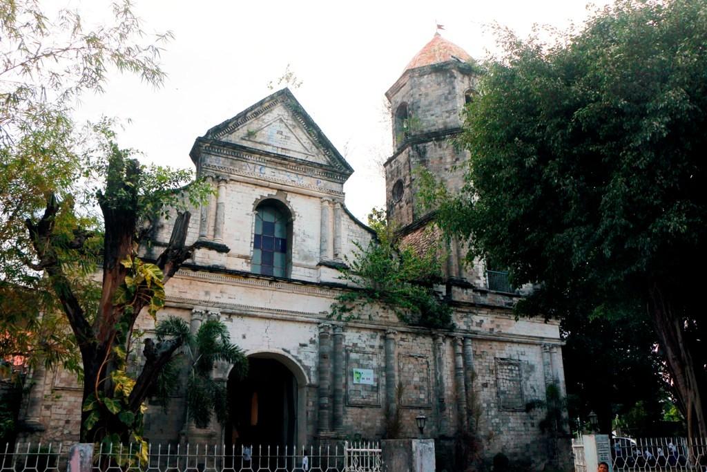 Die Saint Nicholas of Tolentine Parish Church von Dauin, so der vollständige Name.