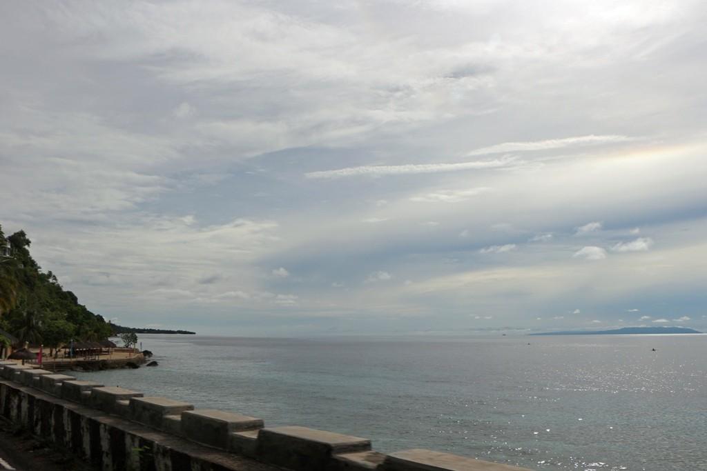 Strand bei Oslob auf Cebu mit Blick auf die Cebu Strait