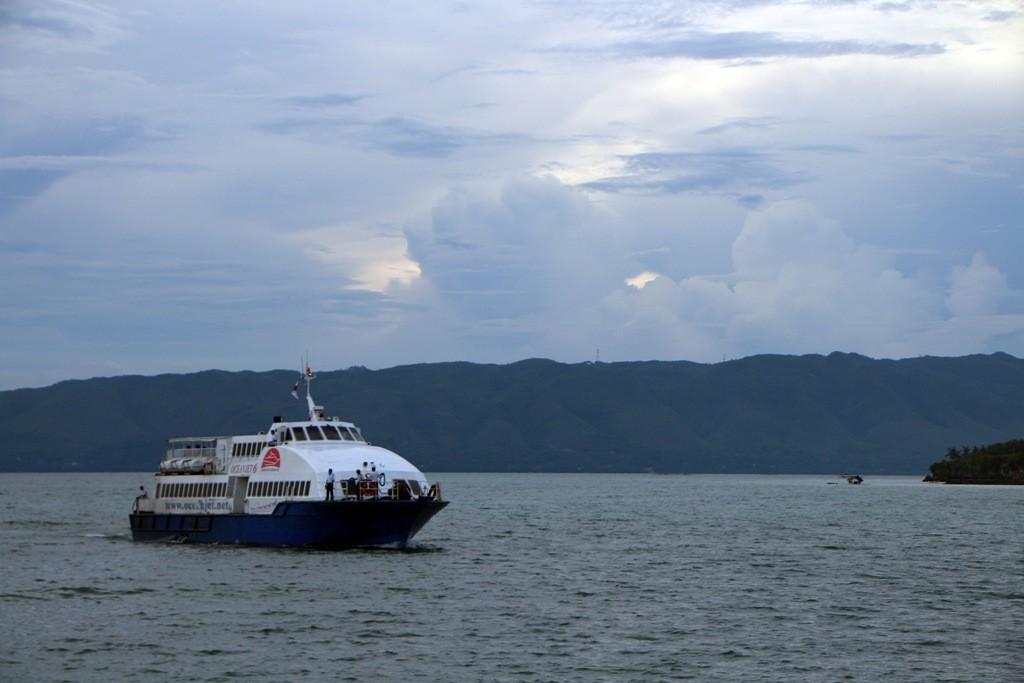 Endlich ist es soweit und der Oceanjet Nr. 6 fährt in den Hafen ein.