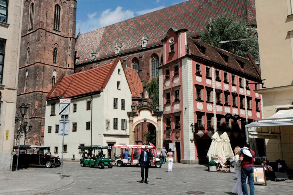 Die Altaristenhäuser Hansel und Gretel an der nordwestlichen Ecke des Ringes