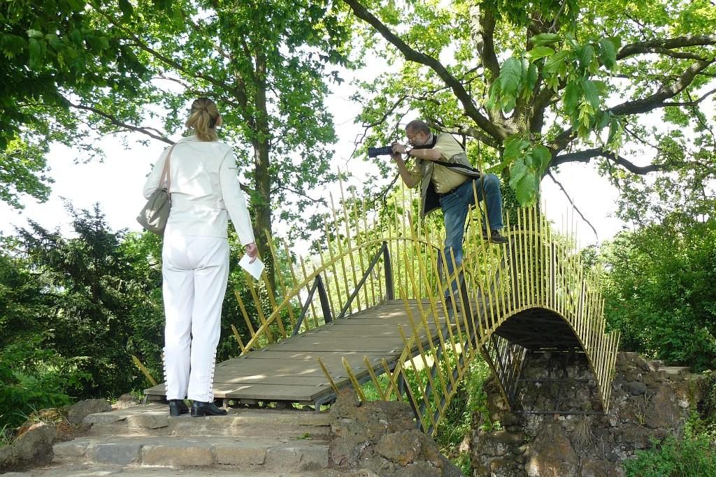 Ich auf der Sonnenbrücke mit untypischer Fotografenhaltung