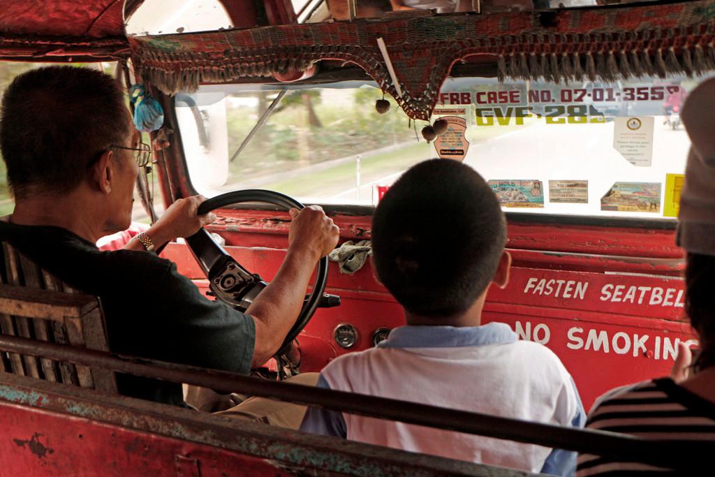 Der Jeepney ist die wohl angenehmste und finanziell günstigste Alternative!