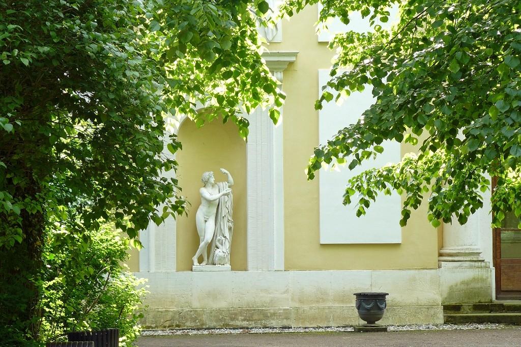 Apollostatue am ionischen Sommersaal