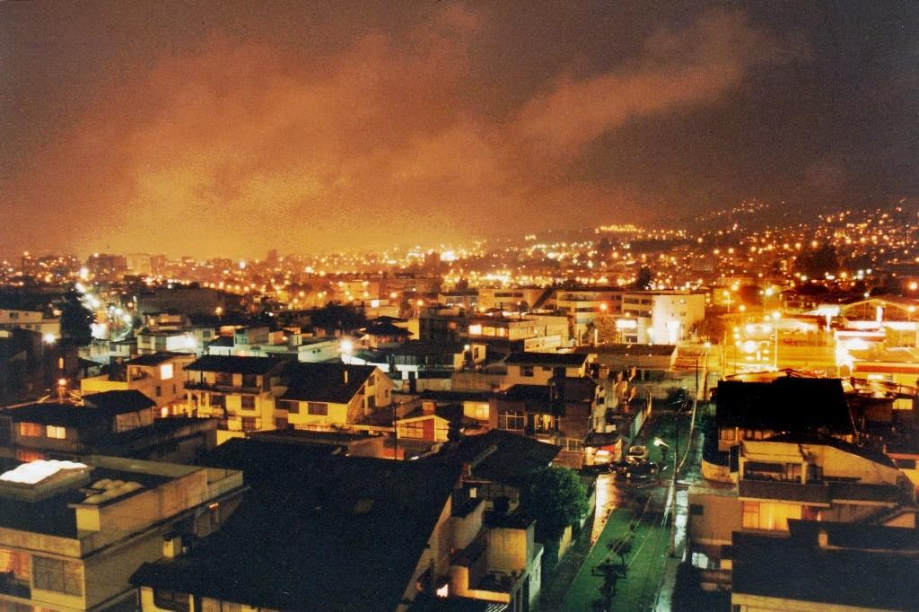 ...Abendstimmung in Quito vom Hotelfenster aus