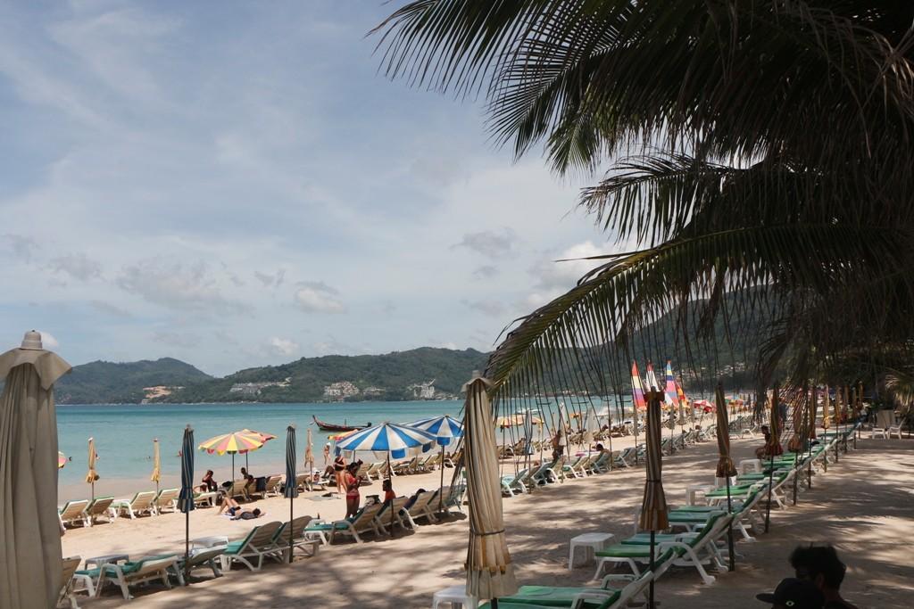 Patong Beach, kurz und überlaufen, ich aus Karon (derzeit) kann da nur schmunzeln