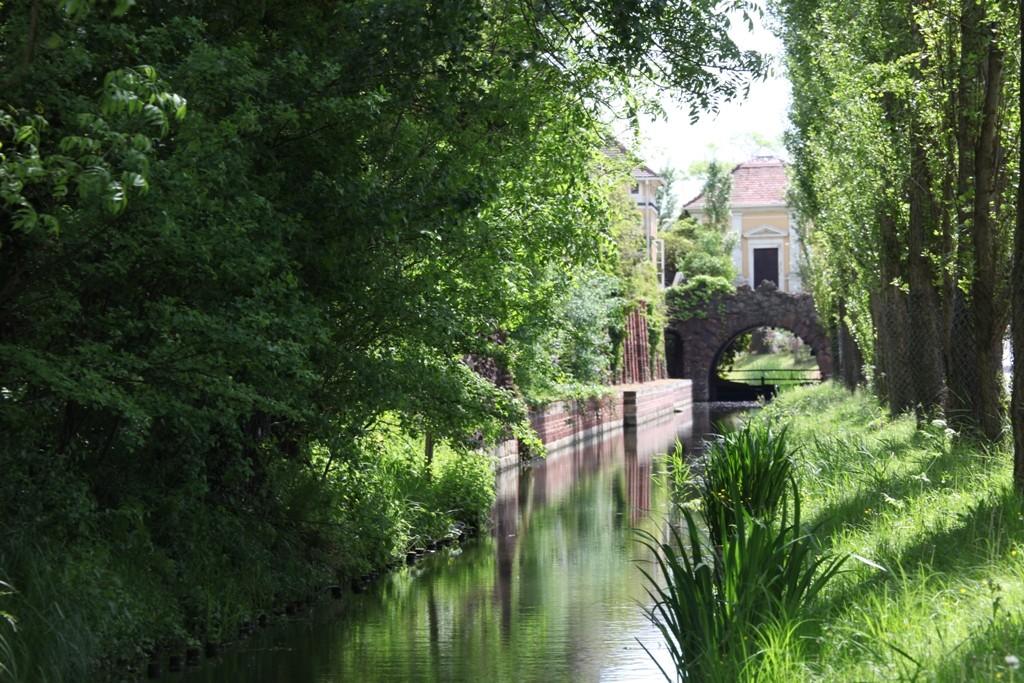 Kanal und Pergola am Eisenhart