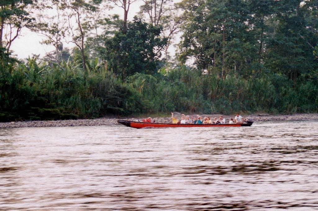 ...Bootsverkehr auf dem Rio Napo