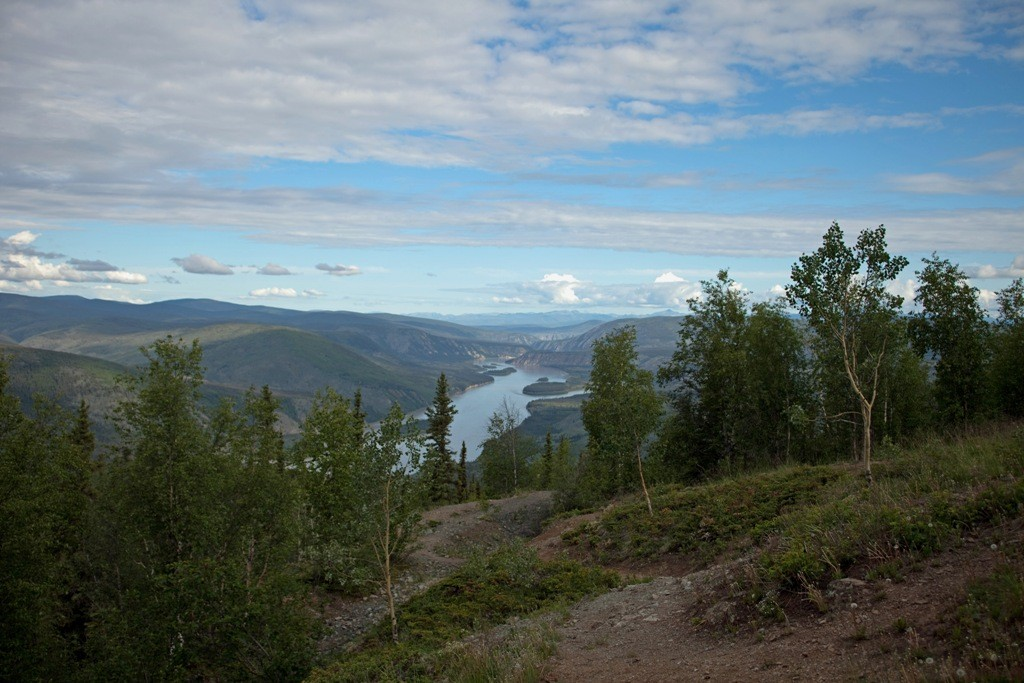 """Der Yukon River, der """"nur"""" Platz 33 auf der Liste der längsten Füsse der Erde einnimmt, ist fünft längster Fluss des nordamerikanischen Kontinents hat seine Quelle in den Coast Mountains"""