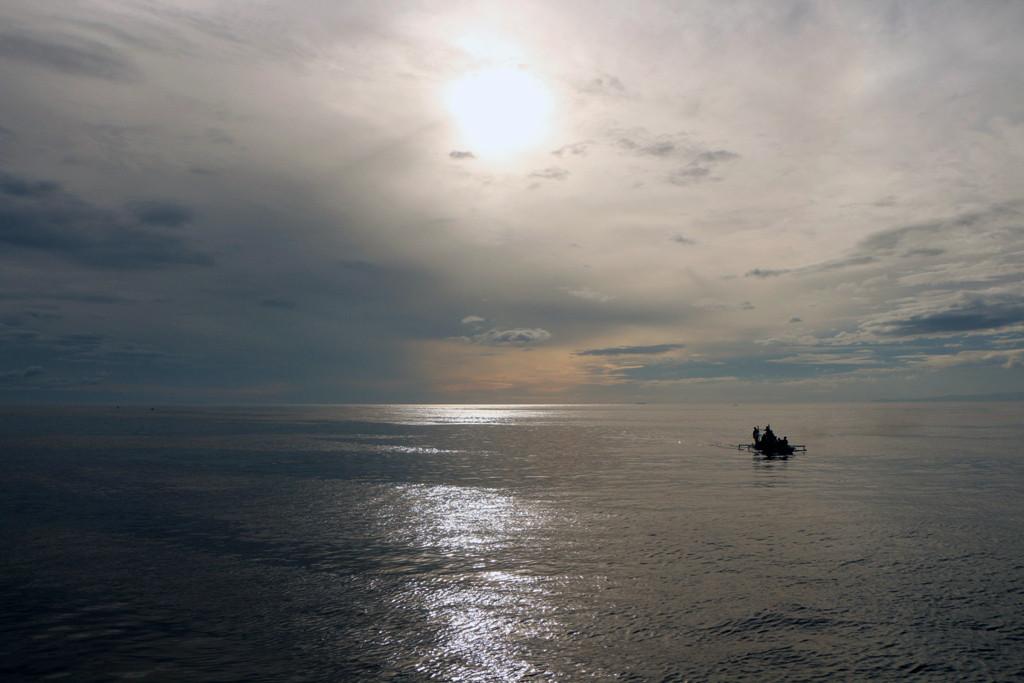 Die Sonne geht gerade über der Tanon Strait auf, toller Anblick!