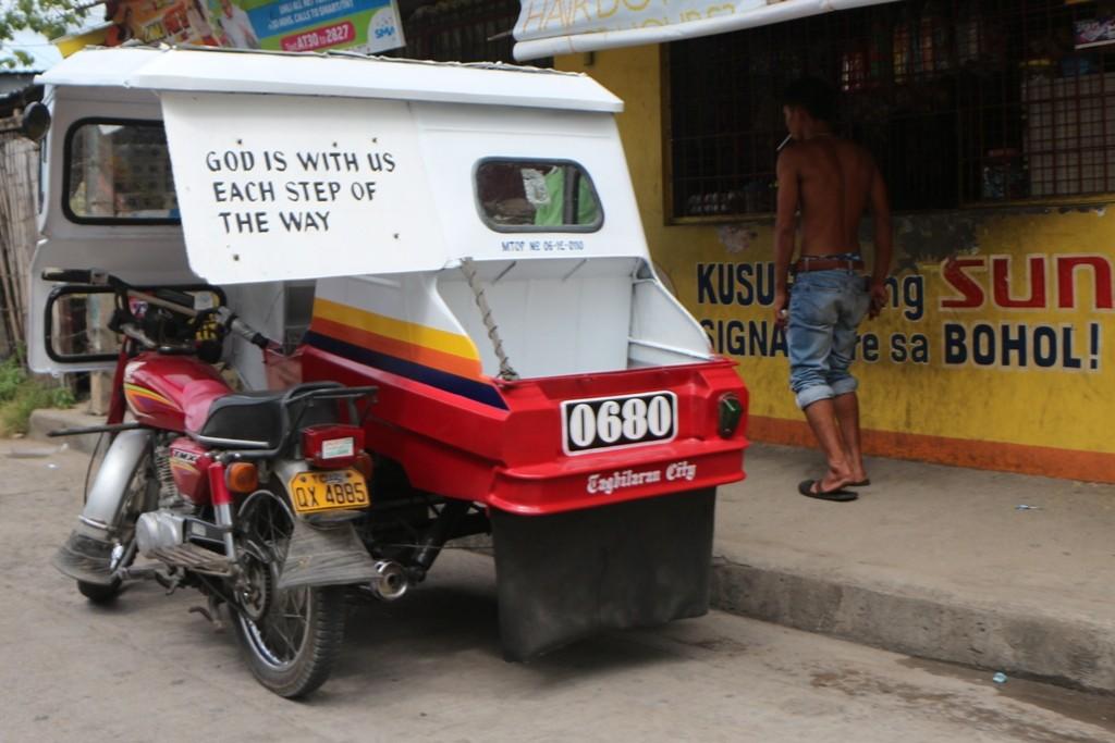 ... ein frommer Wunsch! Fast jedes Tricycle hat irgend so einen glaubensorientierten Spruch am Gefährt!