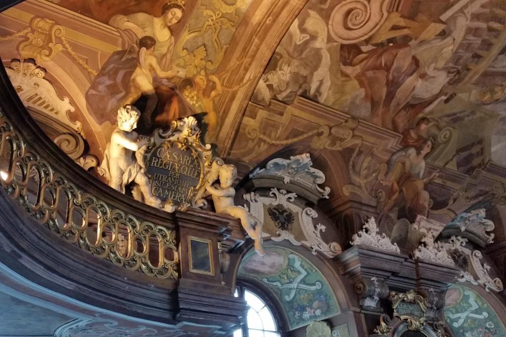 """Detailansicht aus dem prunkvollen Barocksaal """"Aula Leopoldina""""! Es ist ein virtueller Überschwang an Putten, Fresken und Deckengemälden, die an Gottes Weisheit erinnern sollen"""
