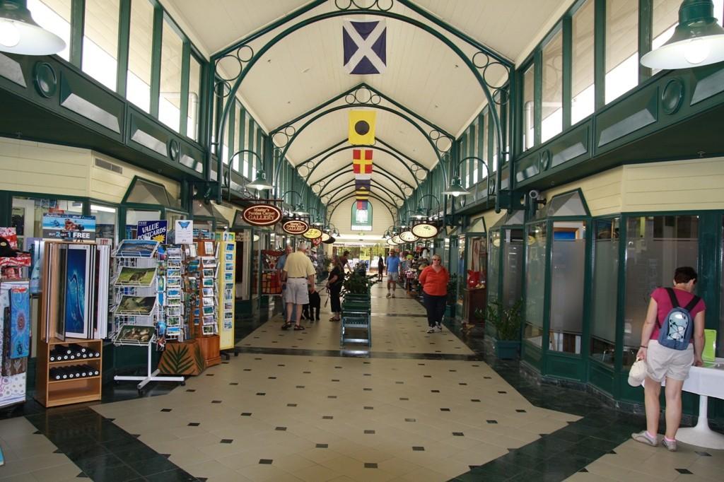 Shoping Mall in Port Douglas am Quicksilver Bootssteg!