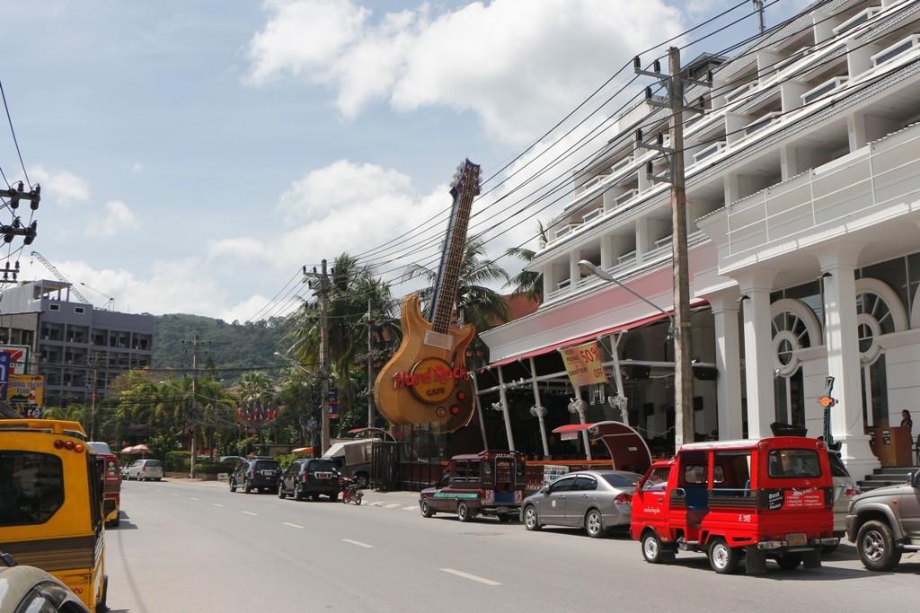 """Weltweit vorhandenes """"Cafe"""", so auch hier in Phukets bekanntestem Badeort!"""