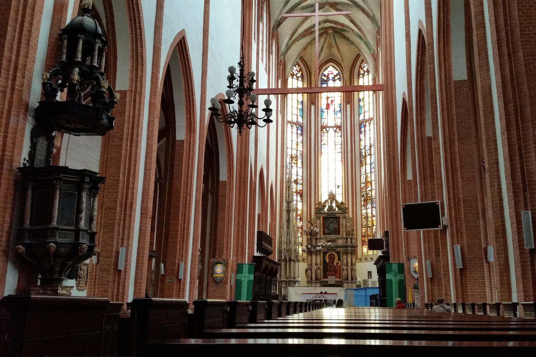 Mittelschiff der Garnisonskirche. St. Elizabeth