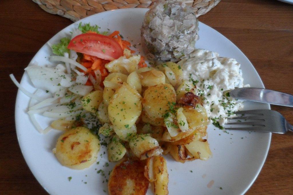 """...Rosa´s deftiges Abendbrot nach Hausmannsart """"Hausmachersülze mit Bratkartoffeln"""" ein Gaumenschmaus!"""