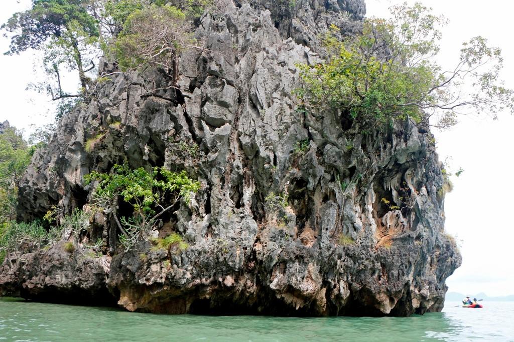 Natur pur, wie filigrane Steinmetzarbeiten sehen hier zum Teil gigantische Felswände, die ins Meer zu tauchen scheinen, aus!