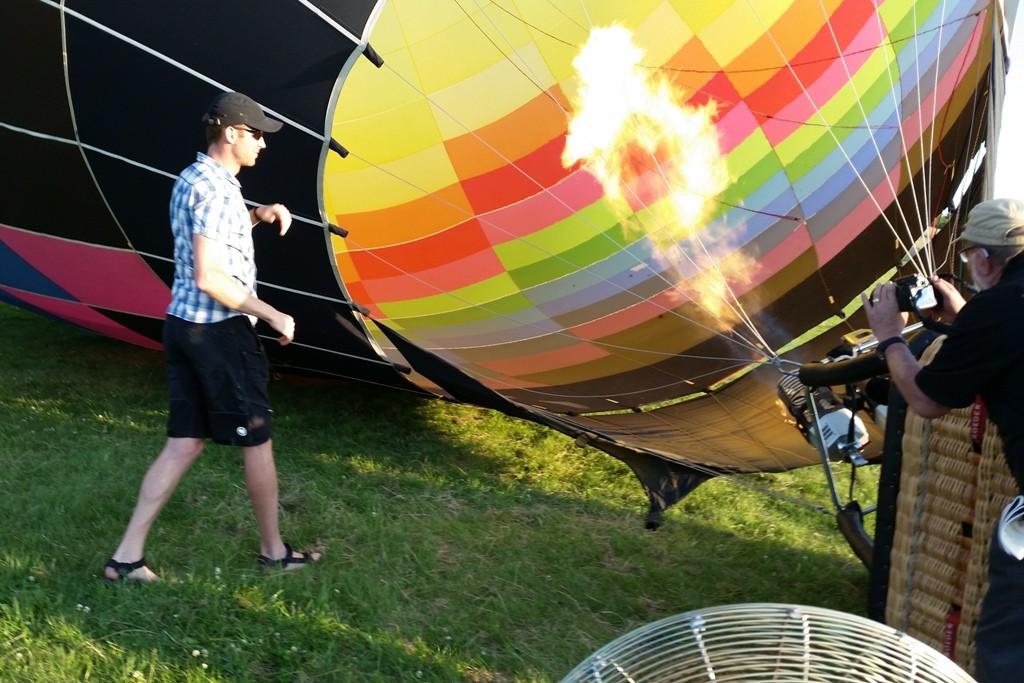 Der synthetische Stoff der Ballonhülle ist bis 200 °C hitzebeständig, die Temperaturen im oberen Ballonbereich liegen bei 70 bis 110 °C