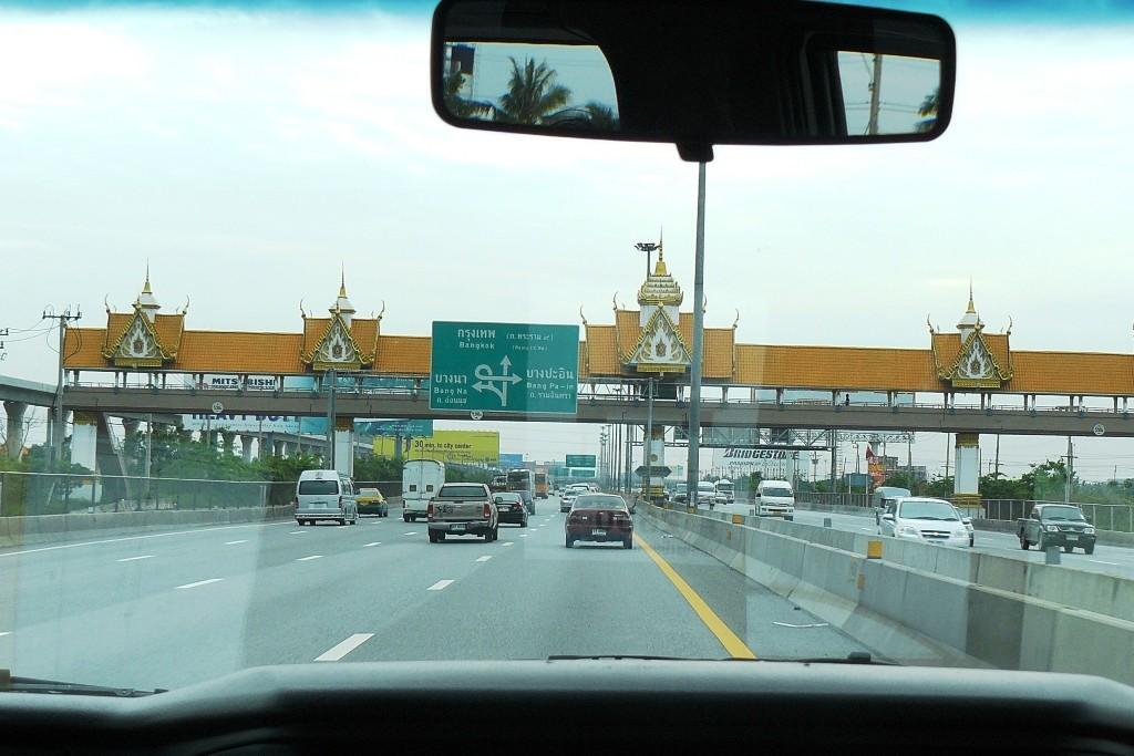 Auf der Fahrt vom Airport zum Hotel Marriott & Spa am Chao Phraya River