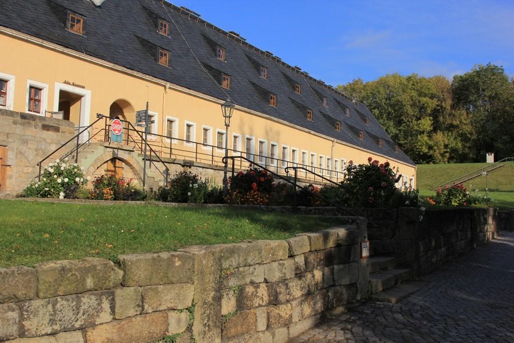 Das ehemalige Kasernengebäude auf der Festung