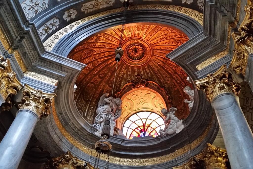 Detailansicht von einer der 22 Kapellen des Breslauer Dom´s