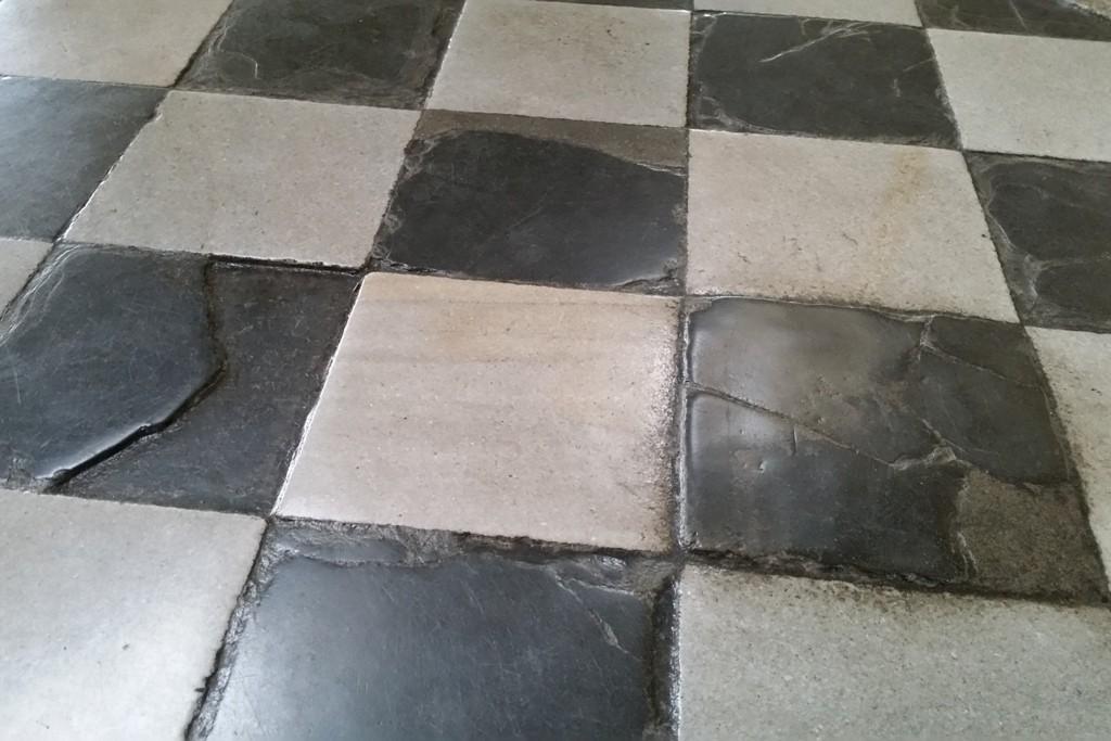 Wieviel abertaußende Studenten mögen wohl über diese Marmorplatten seit 1732 gegangen sein?