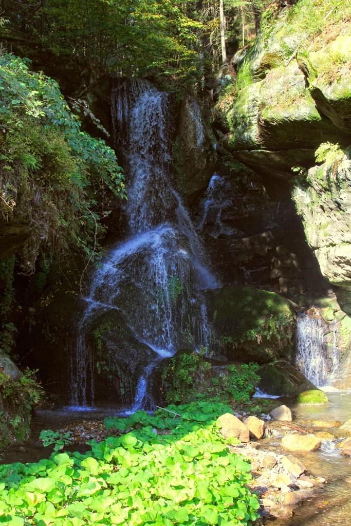 Der künstlich angelegte, etwa 5 m hohe Lichtenhainer Wasserfall