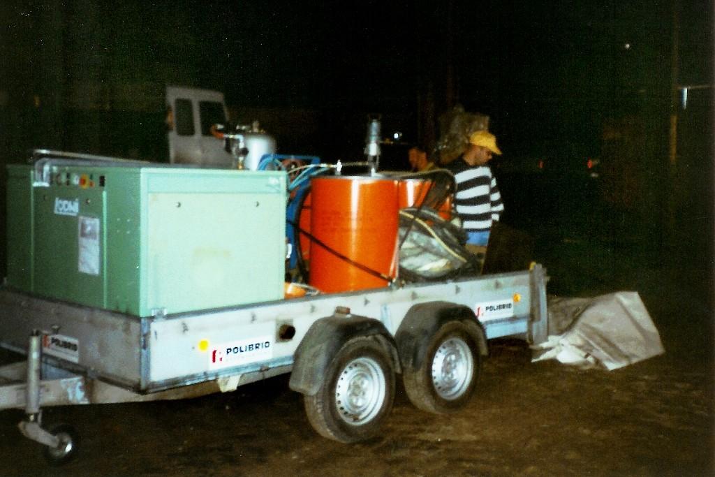 Am 4. Tag endlich bekamen wir grünes Licht, Container wieder einräumen und Abtransport zur Baustelle!
