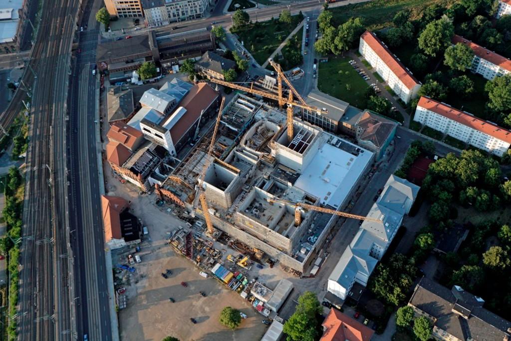 Hier entsteht das Neue Kulturzentrum Dresdens, Teile des alten KKM sowie in den zu sehenden Neubau ziehen die Staatsoperette und Theater der Jungen Generation